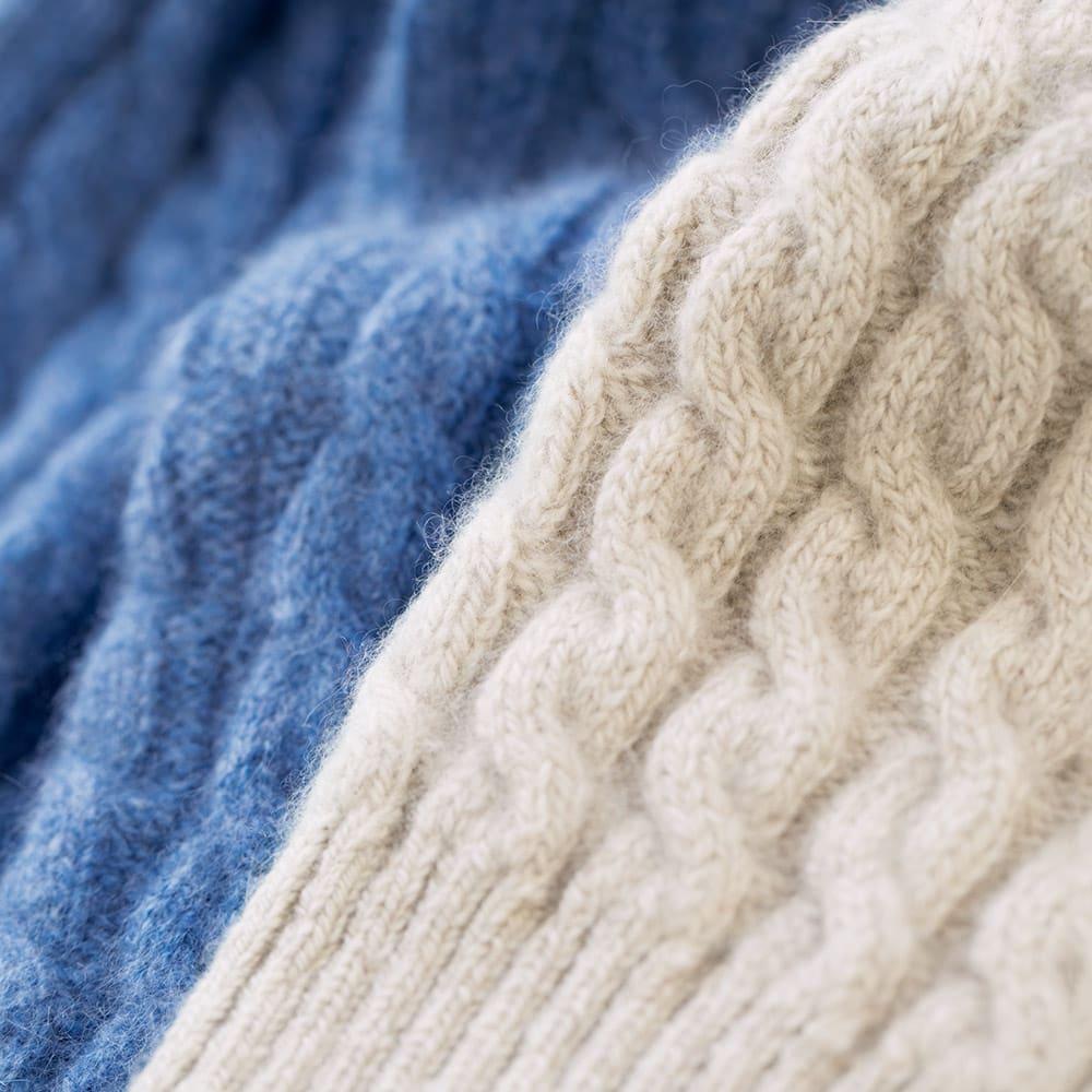 イタリア糸 カシミヤ ケーブル編み タートルネック プルオーバー 生地アップ