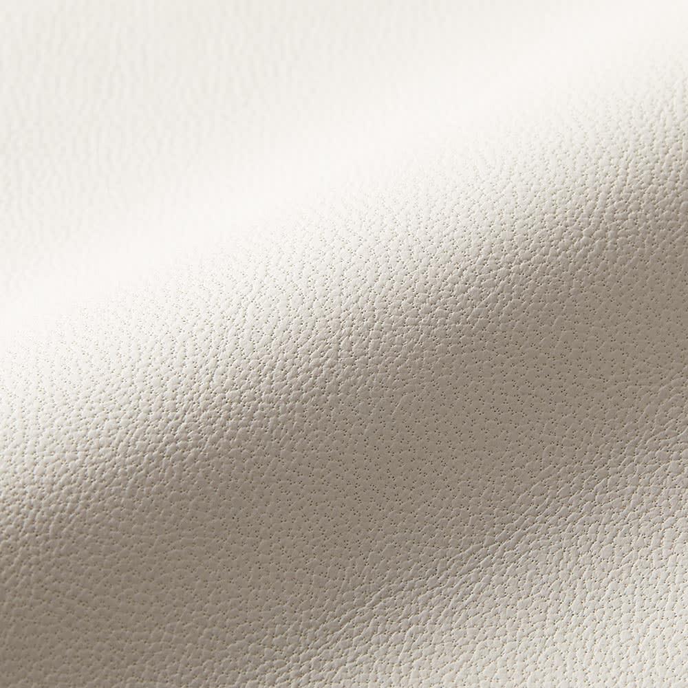 トルコ製 ラムレザー ステンカラーコート キズやムラの少ないスキンをセレクトし、表面は少ないコーティングで仕上げています。工程でのごまかしが効かない淡色は、その事の証!