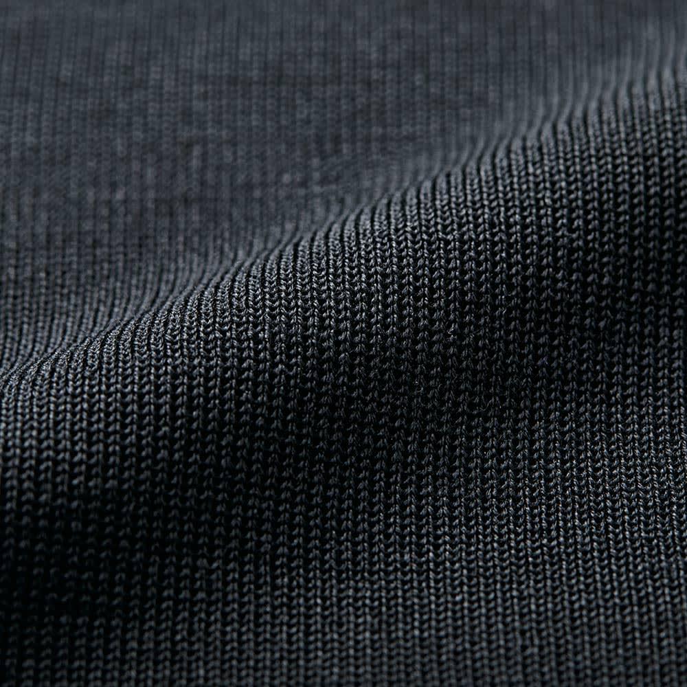 洗えるシルク 総針編み スリーブレス プルオーバー 生地アップ