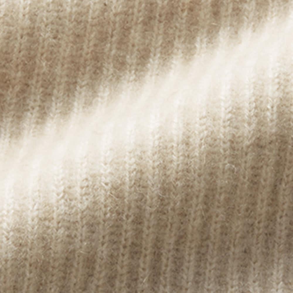 モンゴル ヌーヴォーカシミヤ 畦編み Pコート 無染色を活かしたナチュラルカラーの編み地。全体の3%と最も希少で繊細なニュアンスを含んだ「オートミール」。