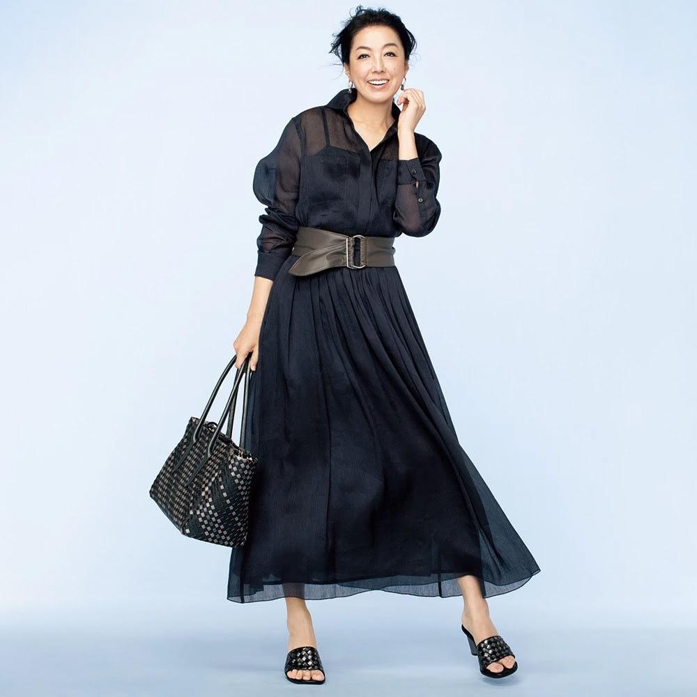 リネンシルク シアーシャツ コーディネート例 /セットアップで着た時に幅広のサッシュベルトでウエストマークすれば、はっとするほど優雅にスタイルアップ。