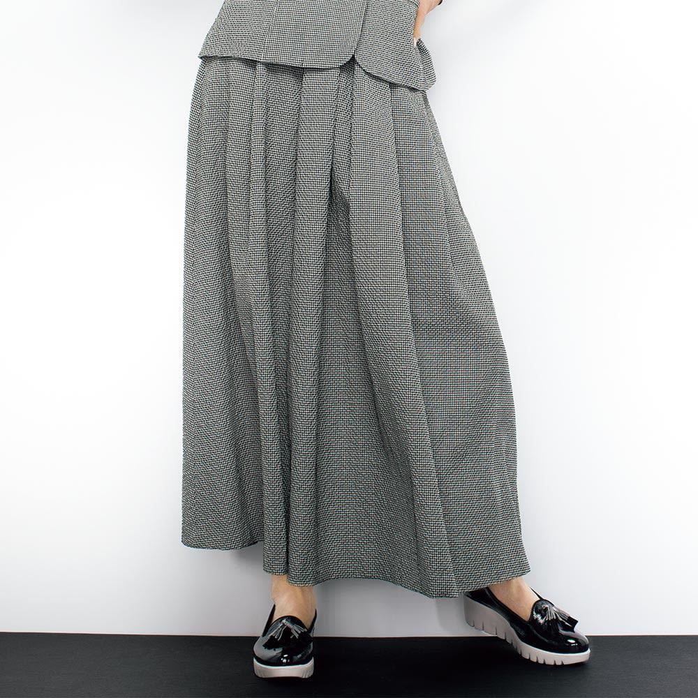 チェルッティ社 ウールサッカー スカート 着用例