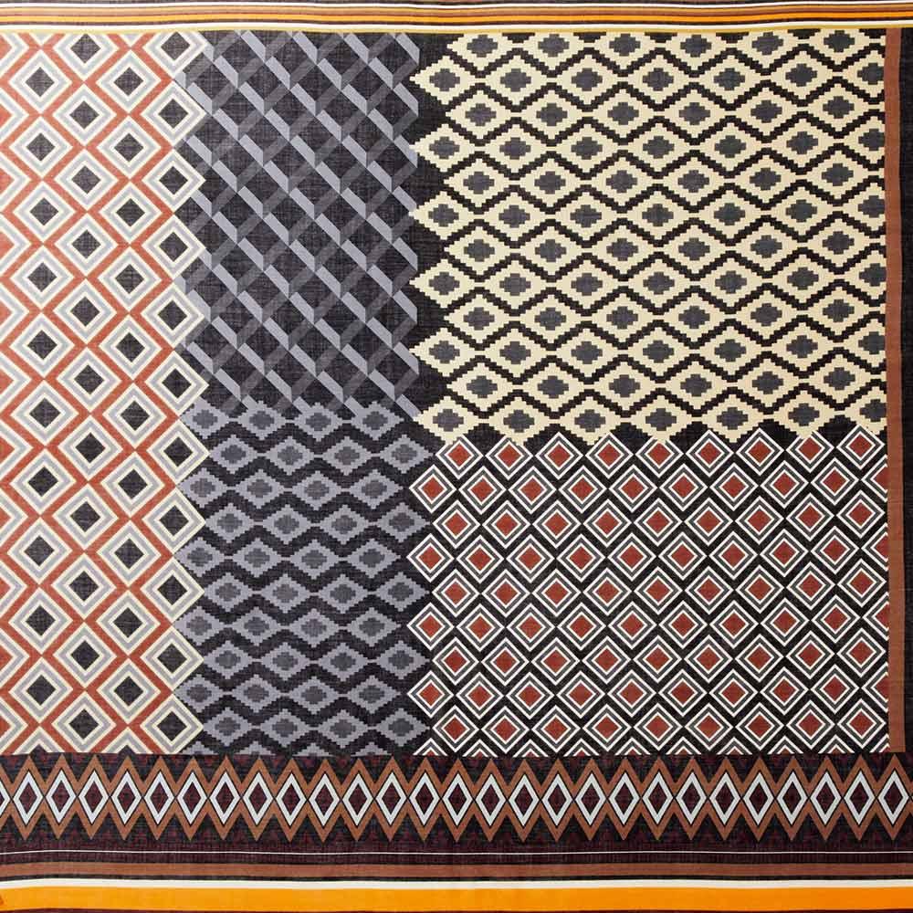 イタリア カネパ社製 幾何学柄スカーフ Overall Picture (ア)ブラウン系