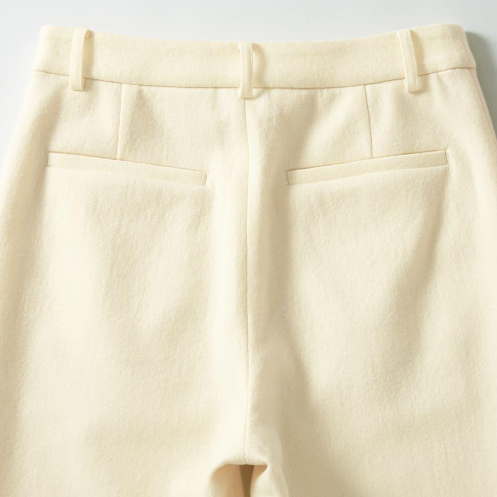 強圧縮ウール素材 セミワイドパンツ Back Style 片玉縁ポケット付きできちんと感のある仕上がり。