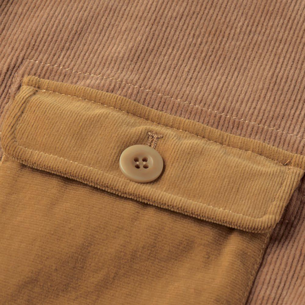 コーデュロイ切替ジャケット 計3つのポケットは色と畝の幅を絶妙に変えたコーデュロイ生地に切り替え、ポイントに。