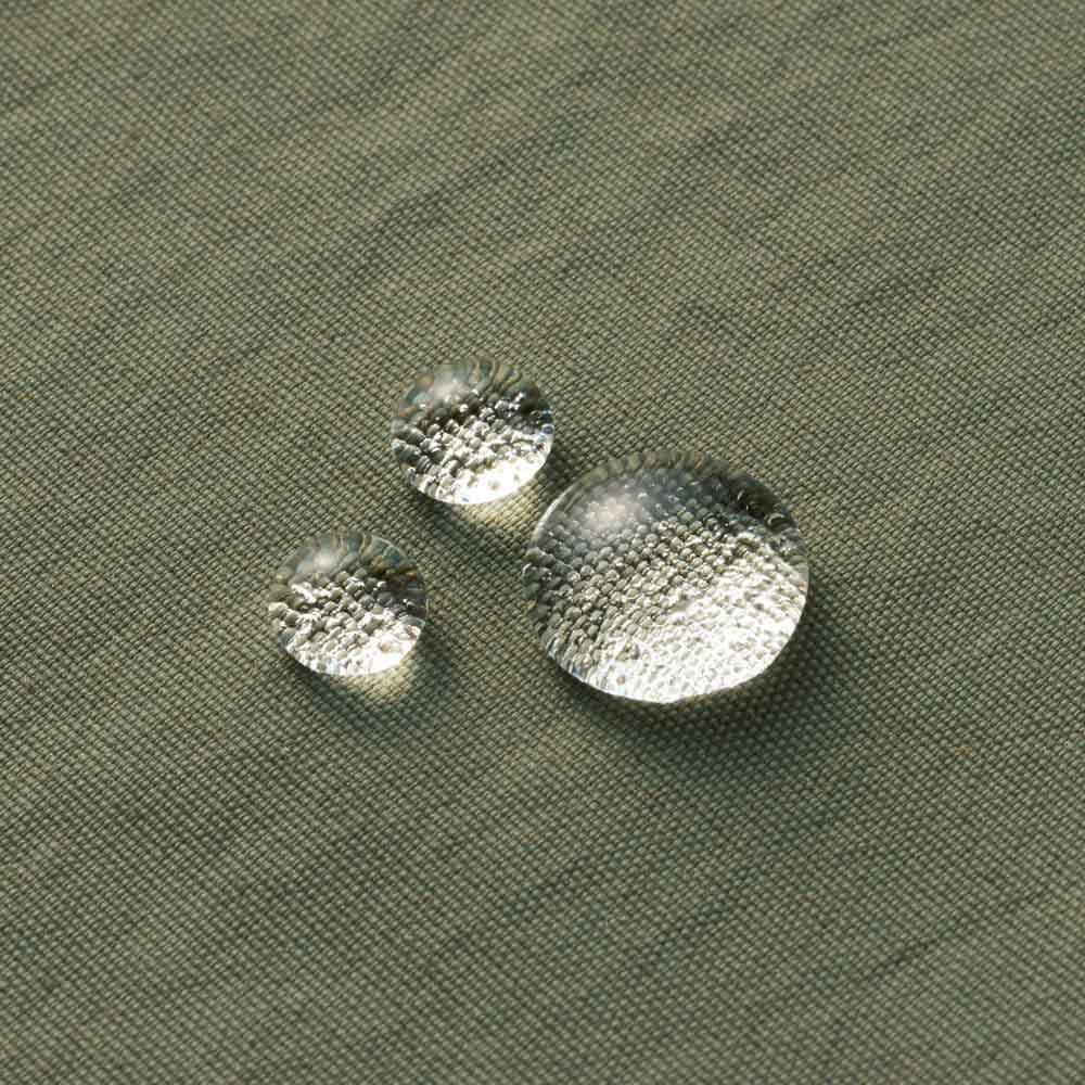 トラベラーズM-65 撥水ブルゾン マットな質感の撥水性のある高密度ナイロンで雨にも対応。ご家庭で洗える手軽さも魅力。