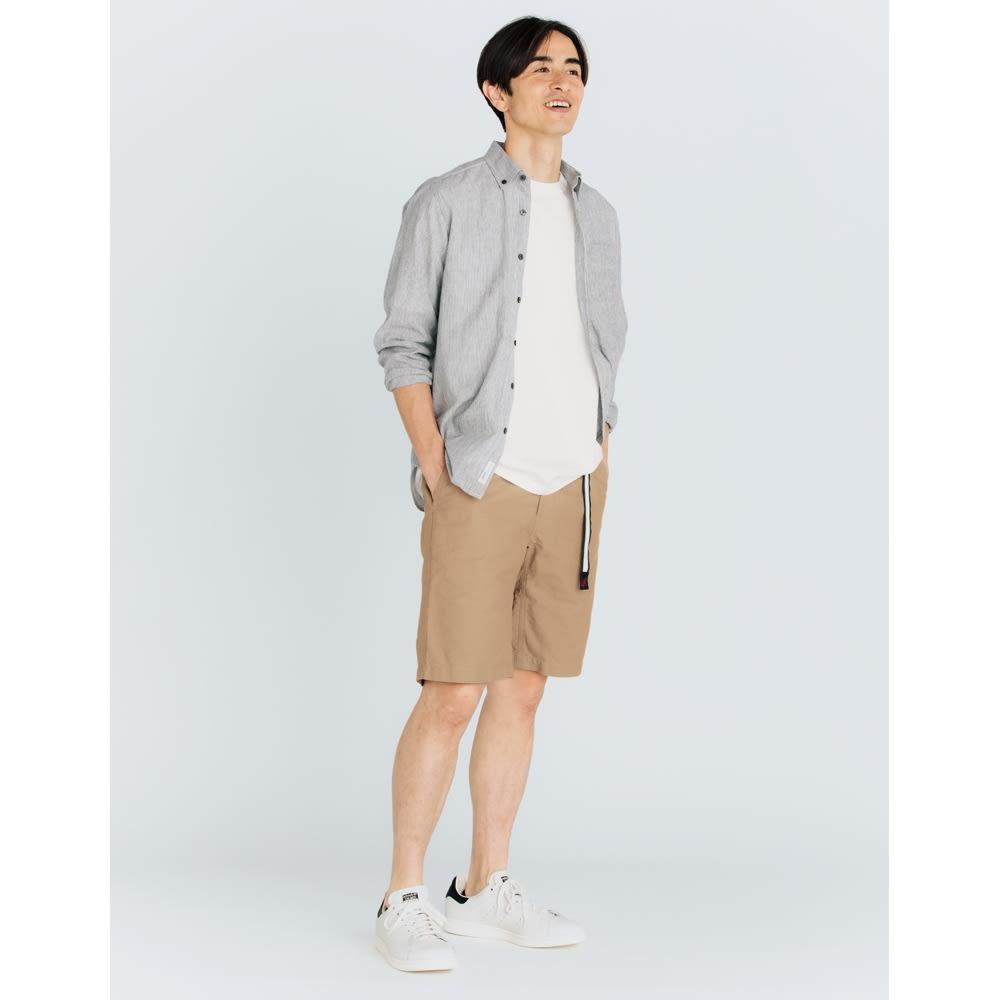 「GRAMICCI(R)」 ランニングマンロゴTシャツ (ア)ホワイト コーディネート例
