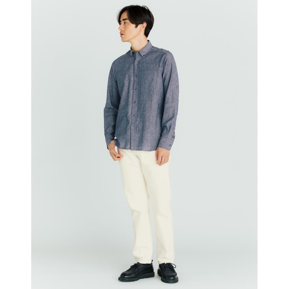 SCENE(R) 7DAYS ジャパンメイドシャツシリーズ 綿麻ワッシャー コーディネート例 インにしても決まる着丈 アウトはもちろん、インにしてもかっこよく決まる着丈に。
