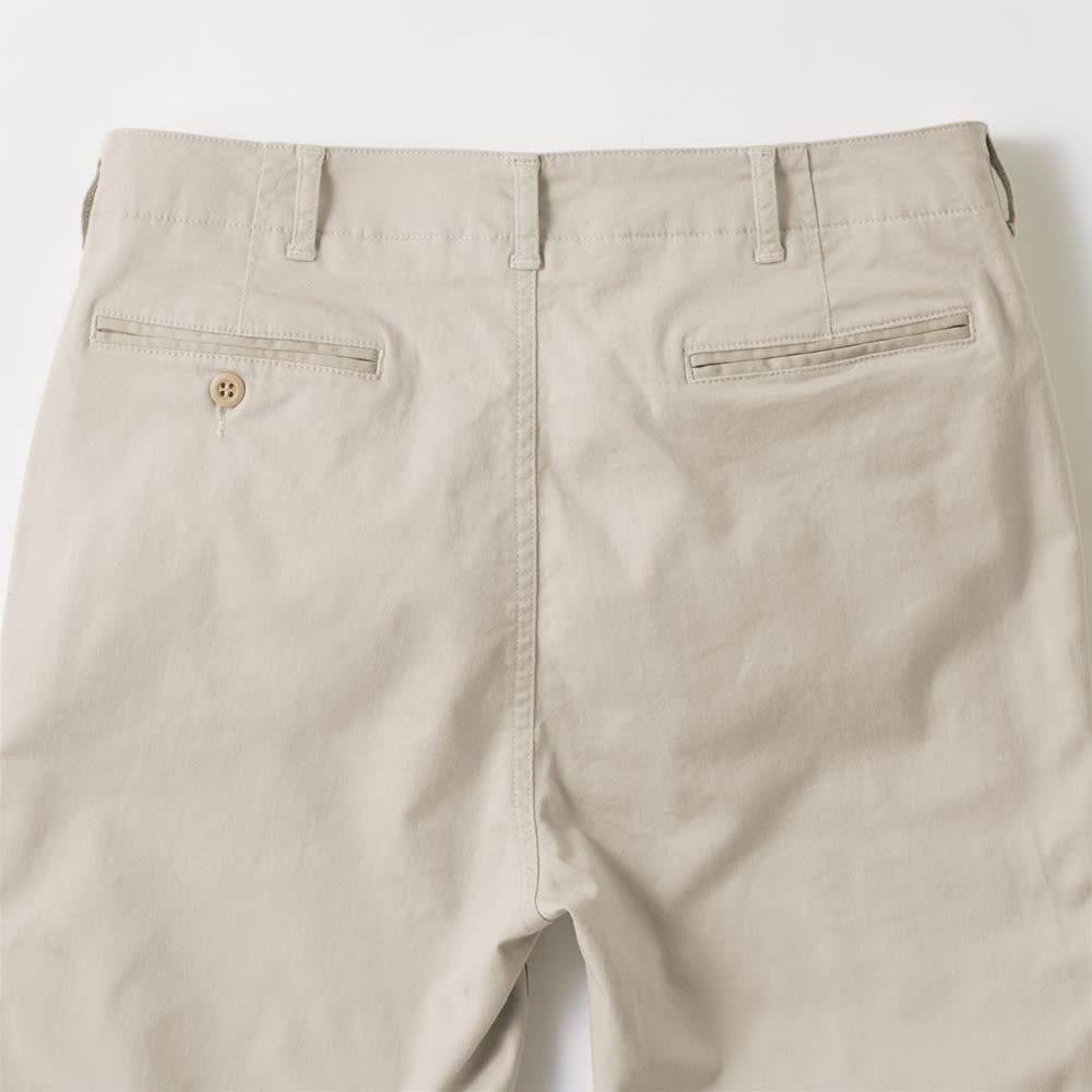 ジャパンメイドヴィンテージ テーパードチノパンツ Back Style 股上は深め、ベルトループは7本とホールド感のある作り。バックポケットは両玉縁仕様に。