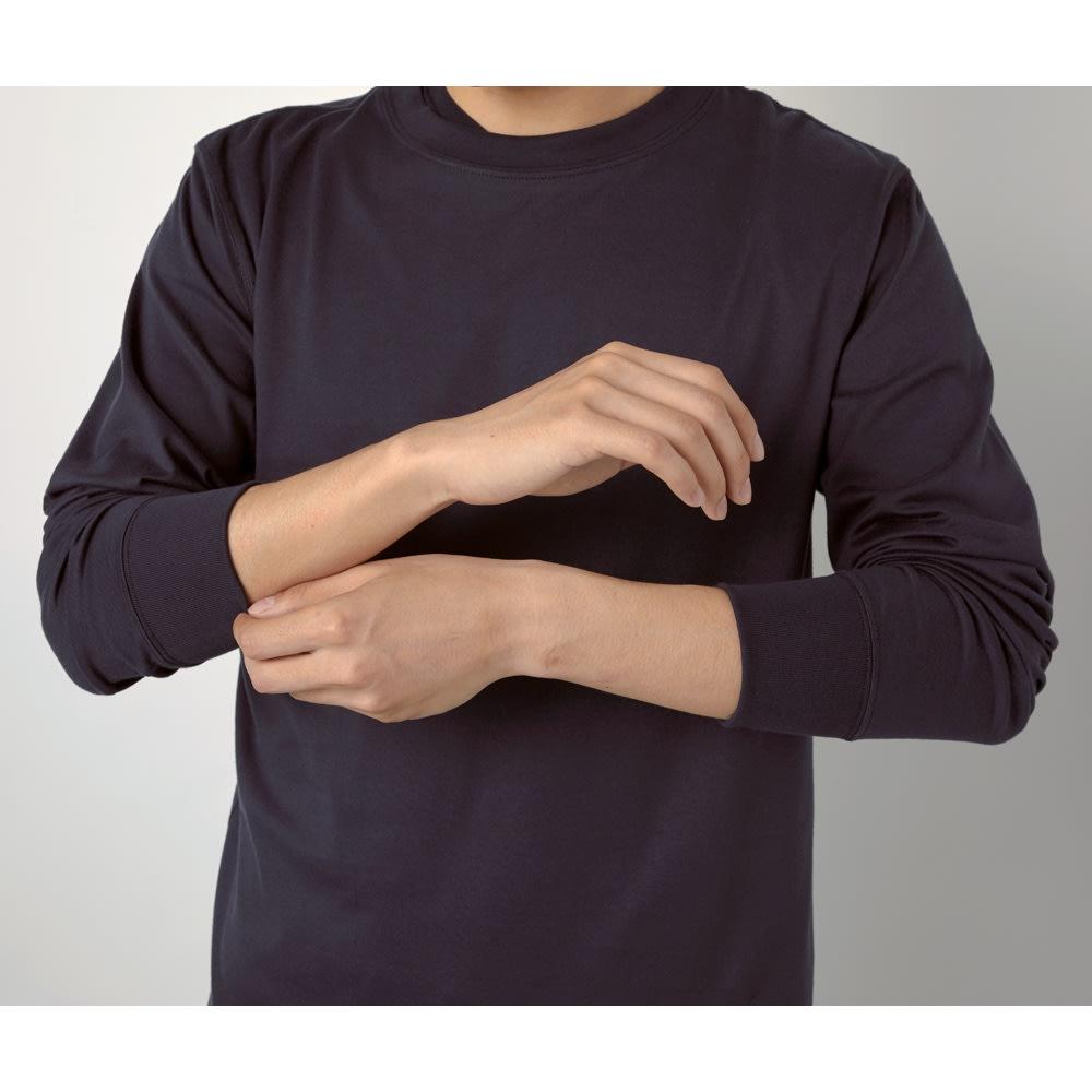 スッキリ袖リブドレスTシャツ 袖まくりができる 袖口がリブになっているので、スウェットのように袖まくりができて、ぐんとこなれ感アップ。