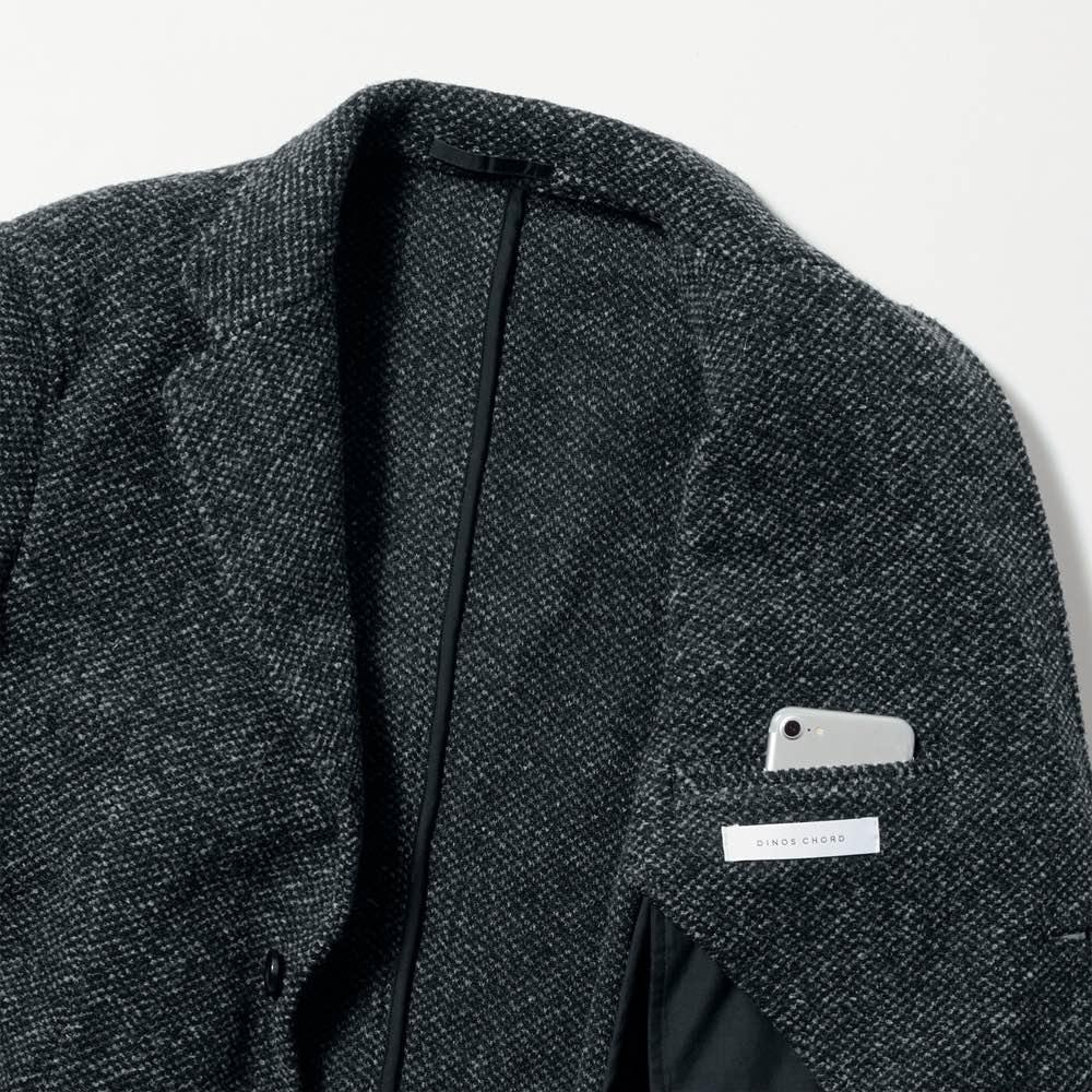 「MAPEL」 スライバーニットジャケット 内側にも手帳の入る大きめのポケットを配し、高い収納力を実現。
