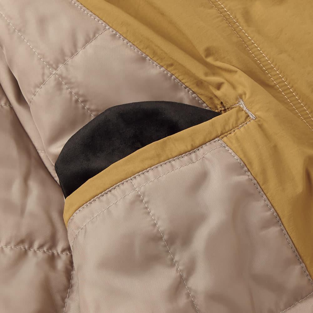 「airpack(R)」 ライトウェイト 中綿 ステンカラーコート 携帯などを収納できる内側のポケットはスマホやメガネがふけるマイクロファイバー素材。