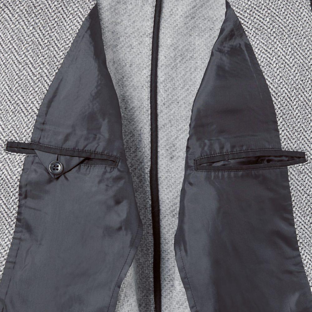 セーターフリースカバーオール フロントのポケットだけでなく、内側にも両サイドにポケットが付いていて収納力も抜群。