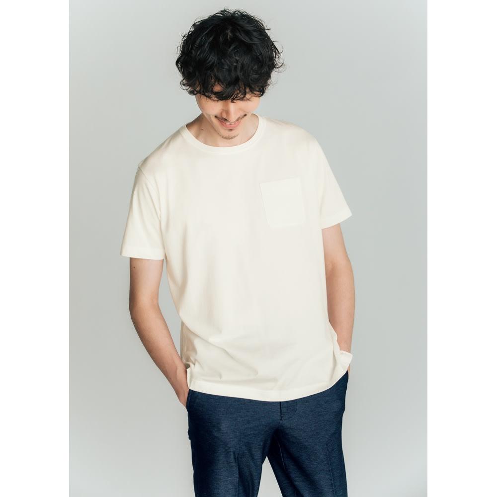 「i cotoni di ALBINI」 超長綿ドレスTシャツシリーズ クルーネック (エ)ホワイト コーディネート例