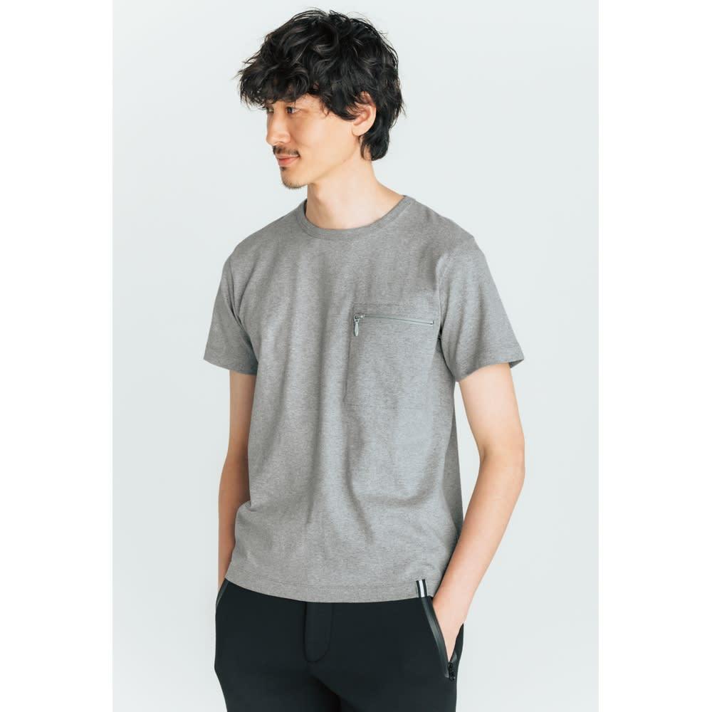 SCENE(R) スマホポケットTシャツ カバンを持たない男性は多いはず。スマホ以外にも鍵や小銭を入れてもいいですね。