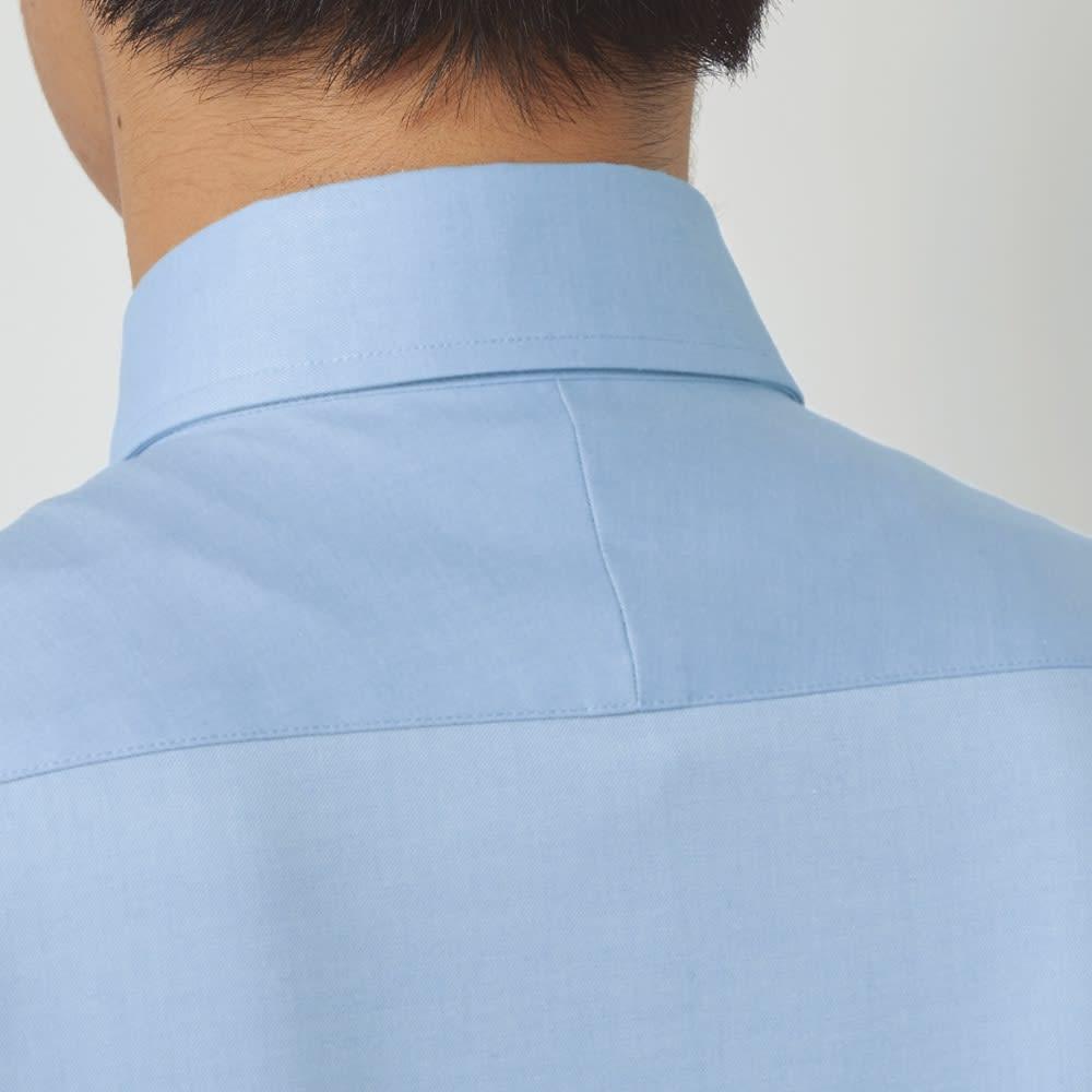 SCENE(R)/シーン 7DAYSジャパンメイドシャツシリーズ ツイル起毛ネイビー 斜めに伸びる生地の特性を生かし、肩のラインに沿って斜めに縫い合わせたスプリットヨークを採用。