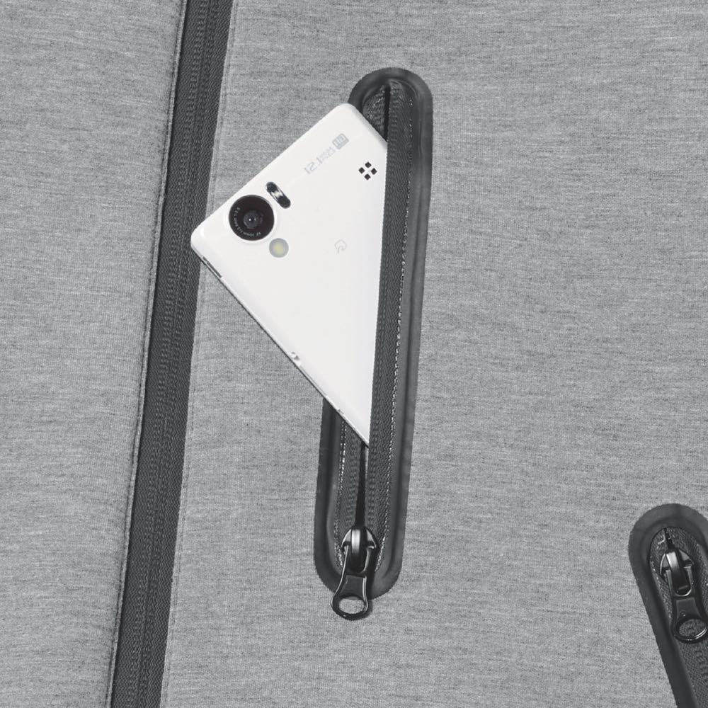 スポーティセットアップシリーズ MA-1 鍵や小銭など貴重品を入れても安心なファスナーつきポケット。手ぶらで出かけられます。