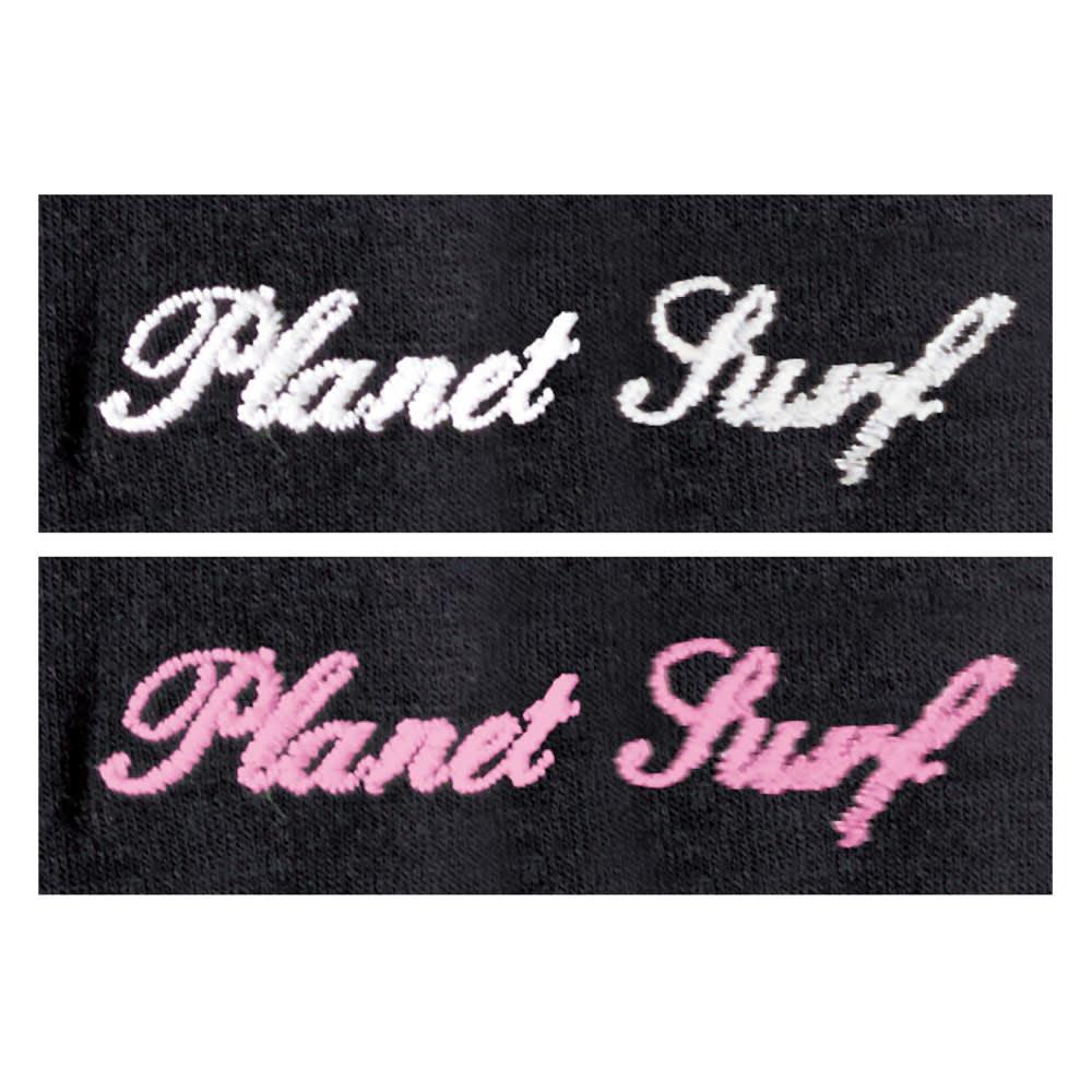 PLANET SURF/プラネットサーフ UVラッシュシリーズ サンプロテクトラッシュパーカ 紫外線をキャッチすると、ブランドロゴの色が変わります。