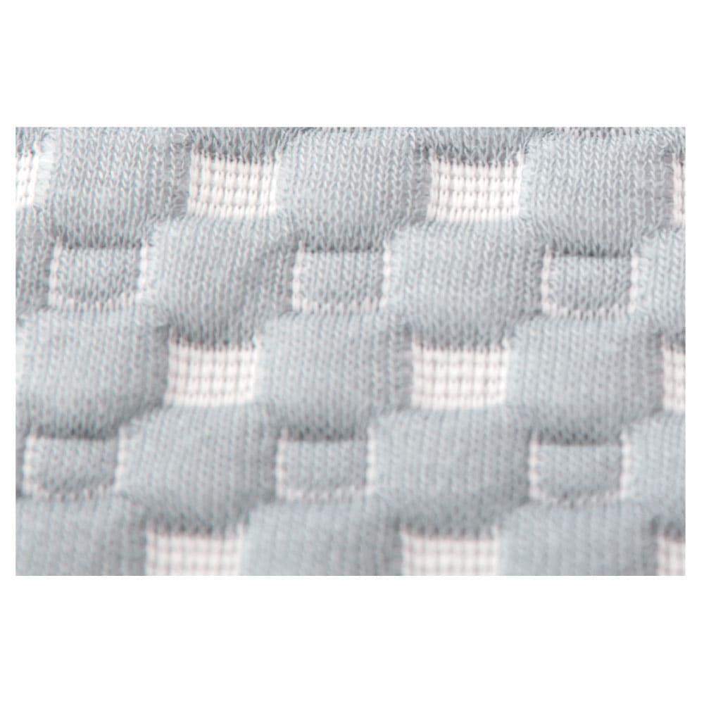 お医者さんの(R)3Dプレミアム枕 枕+カバー1枚付き 枕カバーはエンボス加工 肌への接地面積が少なく、不快な貼り付き感がありません。