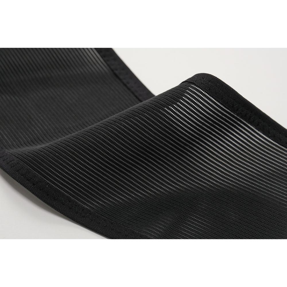 丸まった背中を起こす姿勢のサポーター 通気性の良いメッシュ素材