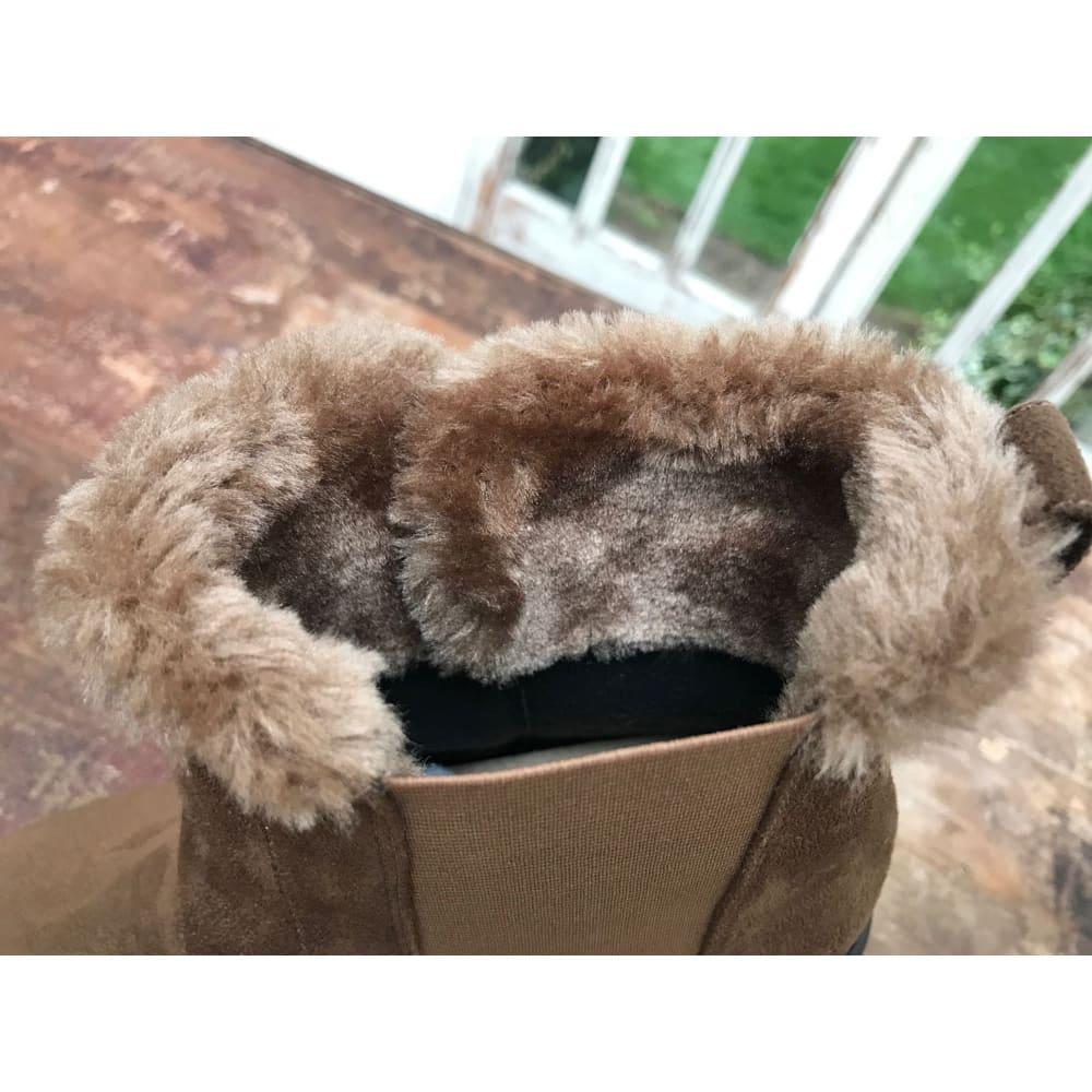 ラックラック空飛ぶ ストレッチファーブーツ 履き口のボアが冷気の侵入を防ぎます!ボアは内側の足首周りまで!ここまであるので暖かい!