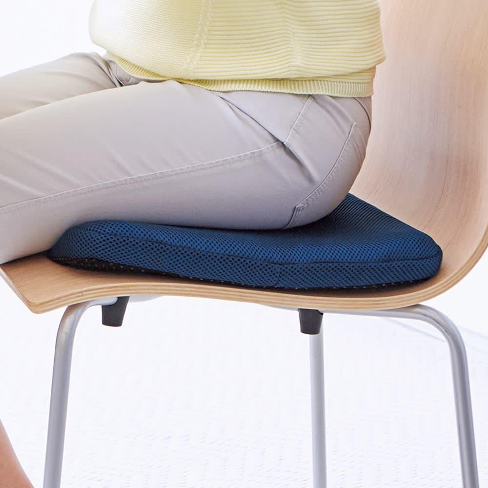 Wゲルクッション ハネナイト(R) ネイビー お尻にやさしい座り心地