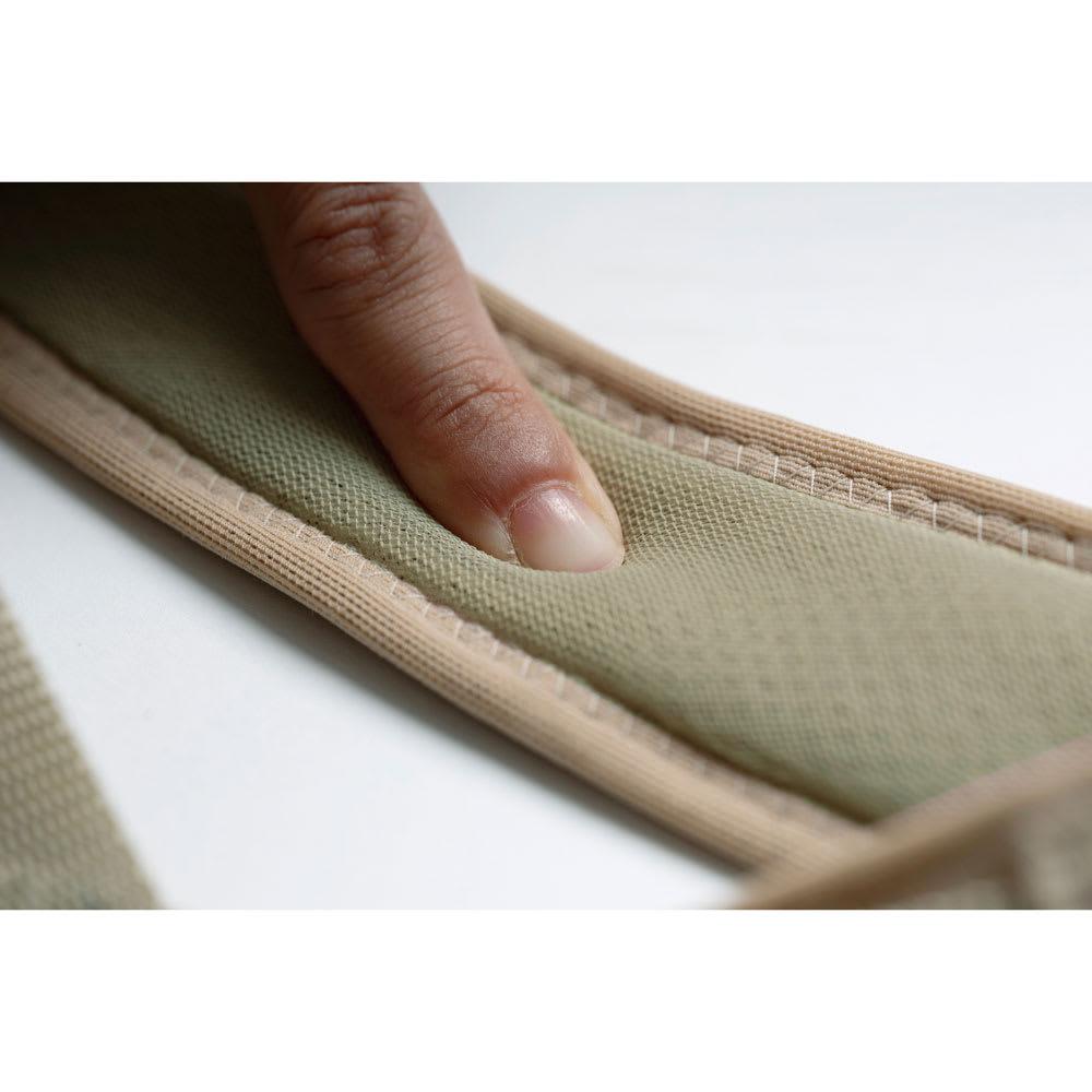 肩甲骨ストレッチベルト 脇部分はクッション性のある素材を使用