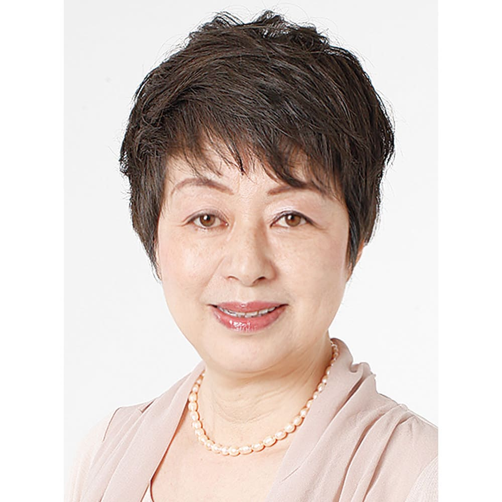 土井さんのストレッチシルク ビューティーバストブラ 快適美容ランジェリー研究家 土井千鶴先生 大手アパレル会社で洋服の商品開発に携わった後、有名ブランドのマーチャンダイザーとして20年ものキャリアを構築。独立後は、過去の経験を生かし、日本人女性の体型に合わせた下着を開発。