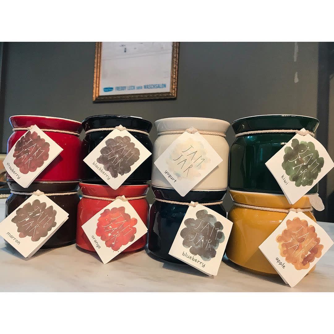 シリコンリッドジャー SILICON LID JAR ブラック 計8色をご用意。容器は陶器だから、インテリア性も高い。