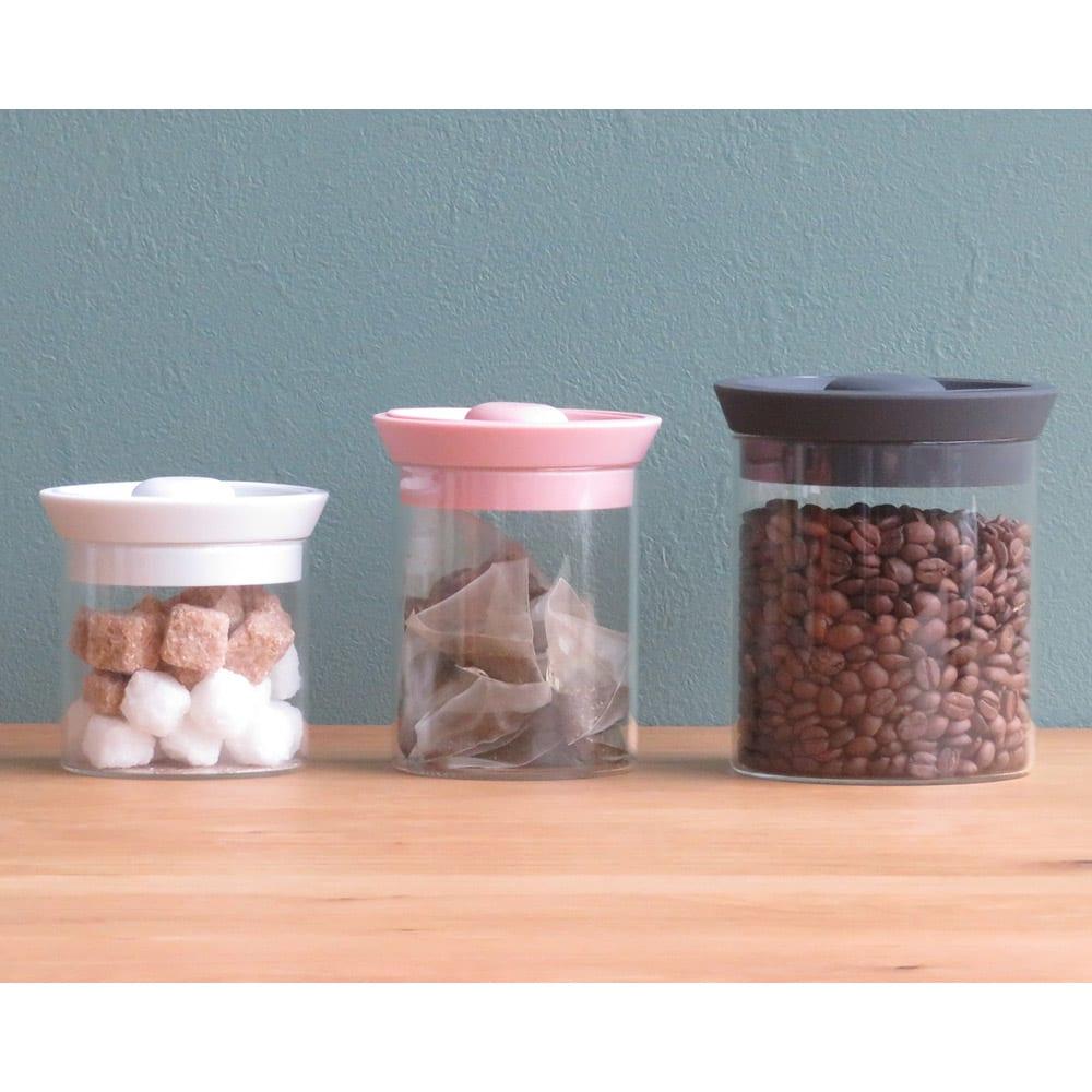 シリコンリッドジャー SILICON LID JAR ガラス L ピンク 一番右がLサイズ。コーヒー豆を入れるのもおすすめです。