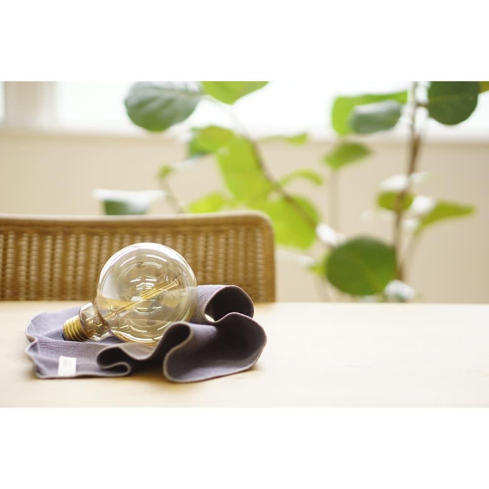 クリーニングクロスネイビー 電球などのホコリが付きやすいものも、きれいに。