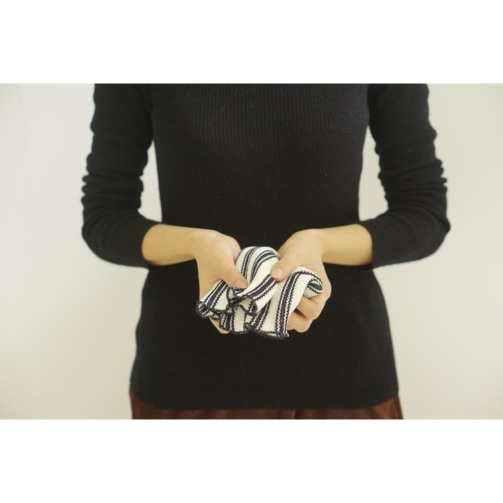 クリーニングクロスネイビー 布巾なのに、おしゃれなデザインも魅力。