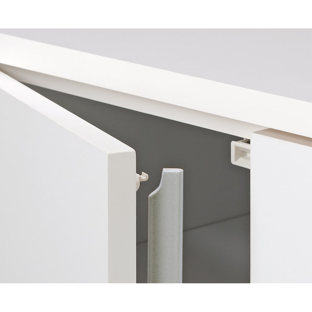 組合せ・高さ奥行のサイズオーダー薄型収納庫 幅150cm 扉は防塵フラップ付きでホコリを防ぎます。