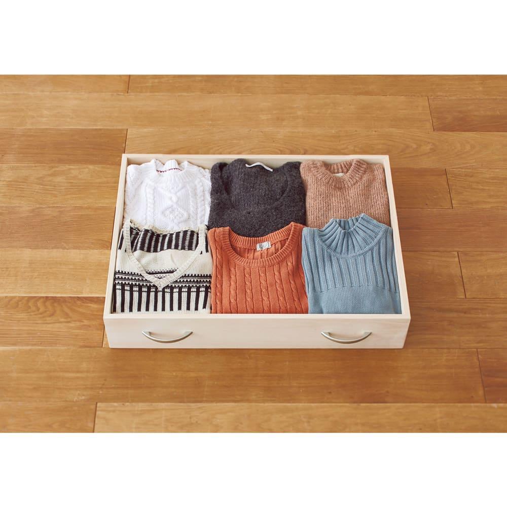 本格総桐クローゼットチェスト 5段(高さ76cm)・幅75cm 引き出し内寸奥行49.5cmなので、衣類を前後2列に並べて収納できます。幅内寸68cm。