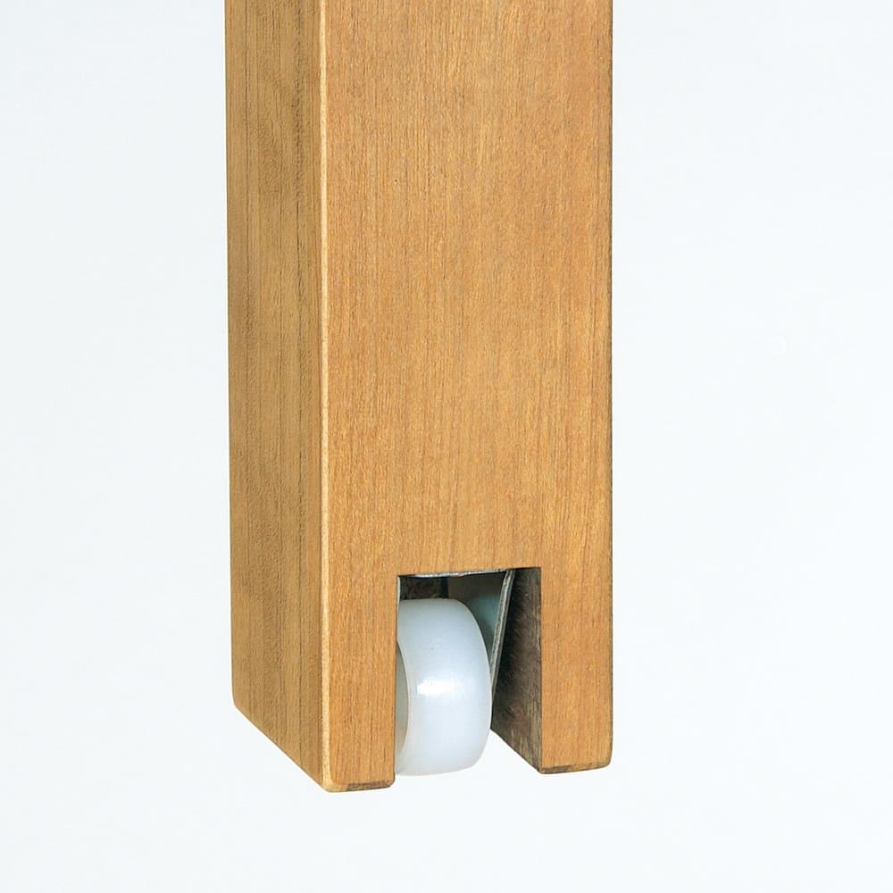 NobuII 伸長式スライディングテーブル ウォルナット材ダイニングテーブル 正方形幅85~143.5cm 脚内側の隠しキャスターで、軽い力でスライドできます。 ※画像はオークタイプです。