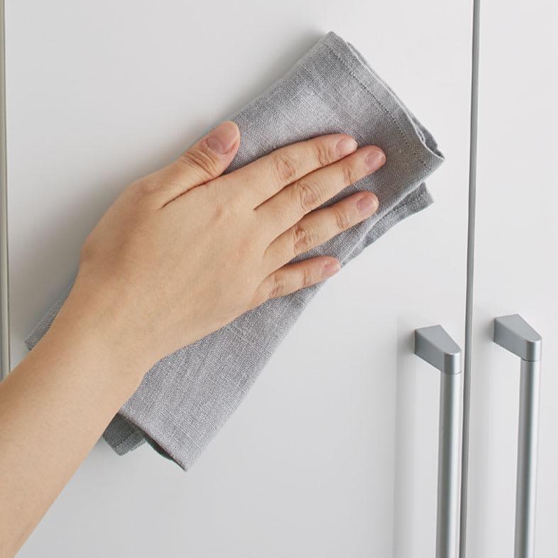 Gillis/ギリス キッチンストッカー 幅25cm奥行42cm高さ180cm 表面は汚れがついてもサッと拭き取れます。