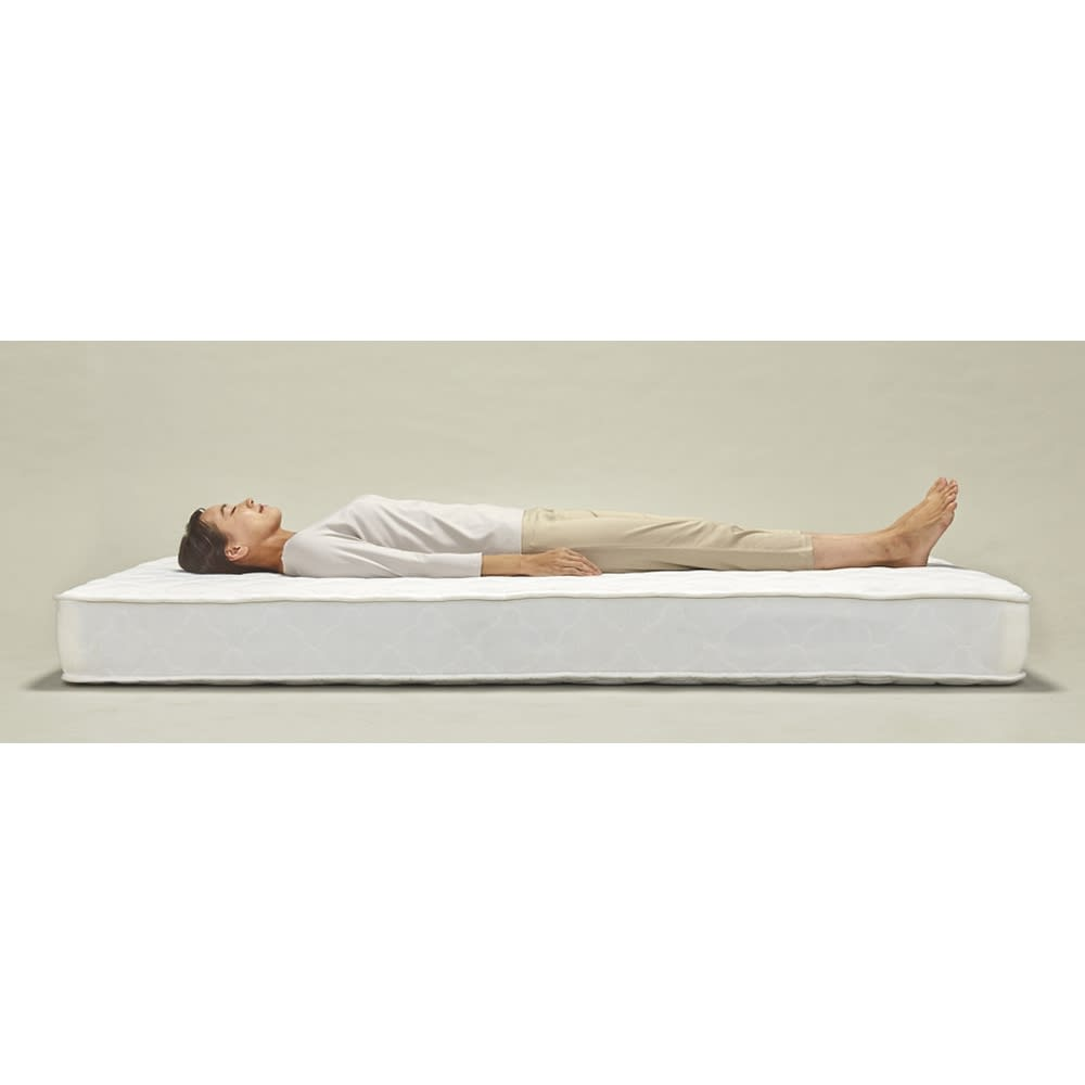 角あたりのない細すのこベッド (両面使えるポケットコイルマットレス付き) 体をしっかり受け止め、包み込まれるようなホールド感。体圧分散に優れ、横揺れが少ないので、横向きや二人で寝られる方にオススメです。マット硬さ=ミディアム