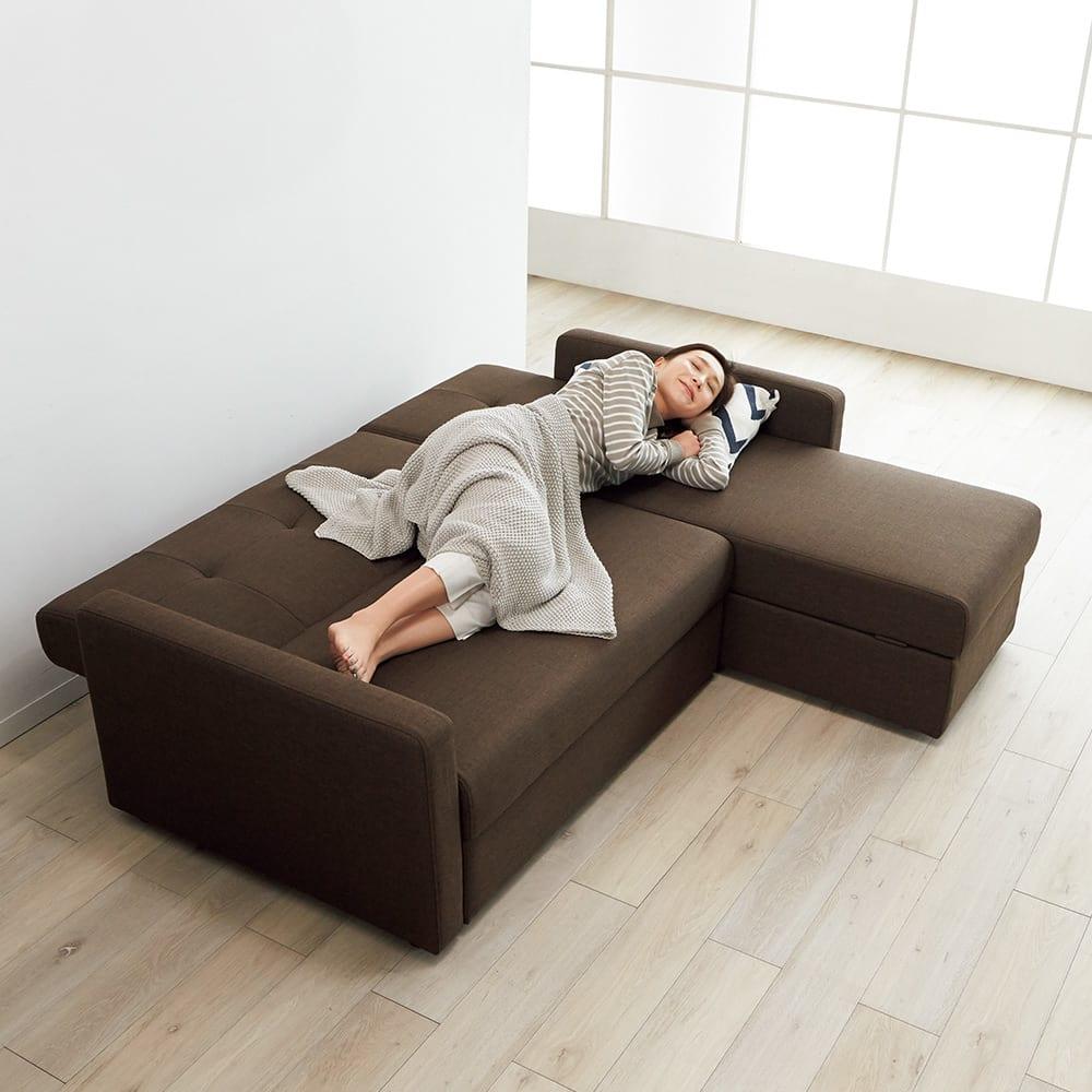 収納庫付きリクライニングソファ お得な2点セット(カウチソファ+2人掛けソファ) 背部を倒してフラットにすれば、ベッドとしても。