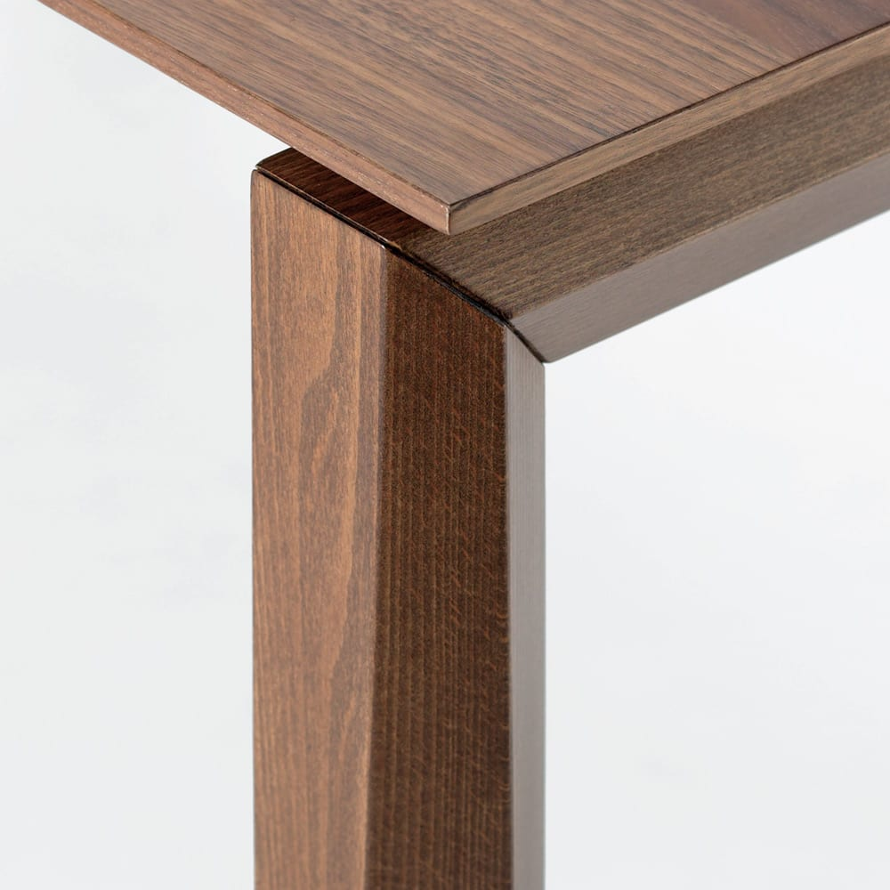 Universe ユニバース イタリア製伸長式ダイニングテーブル 斜めにカットを入れたジオメトリックなデザイン。(※お届けの色とは異なります)