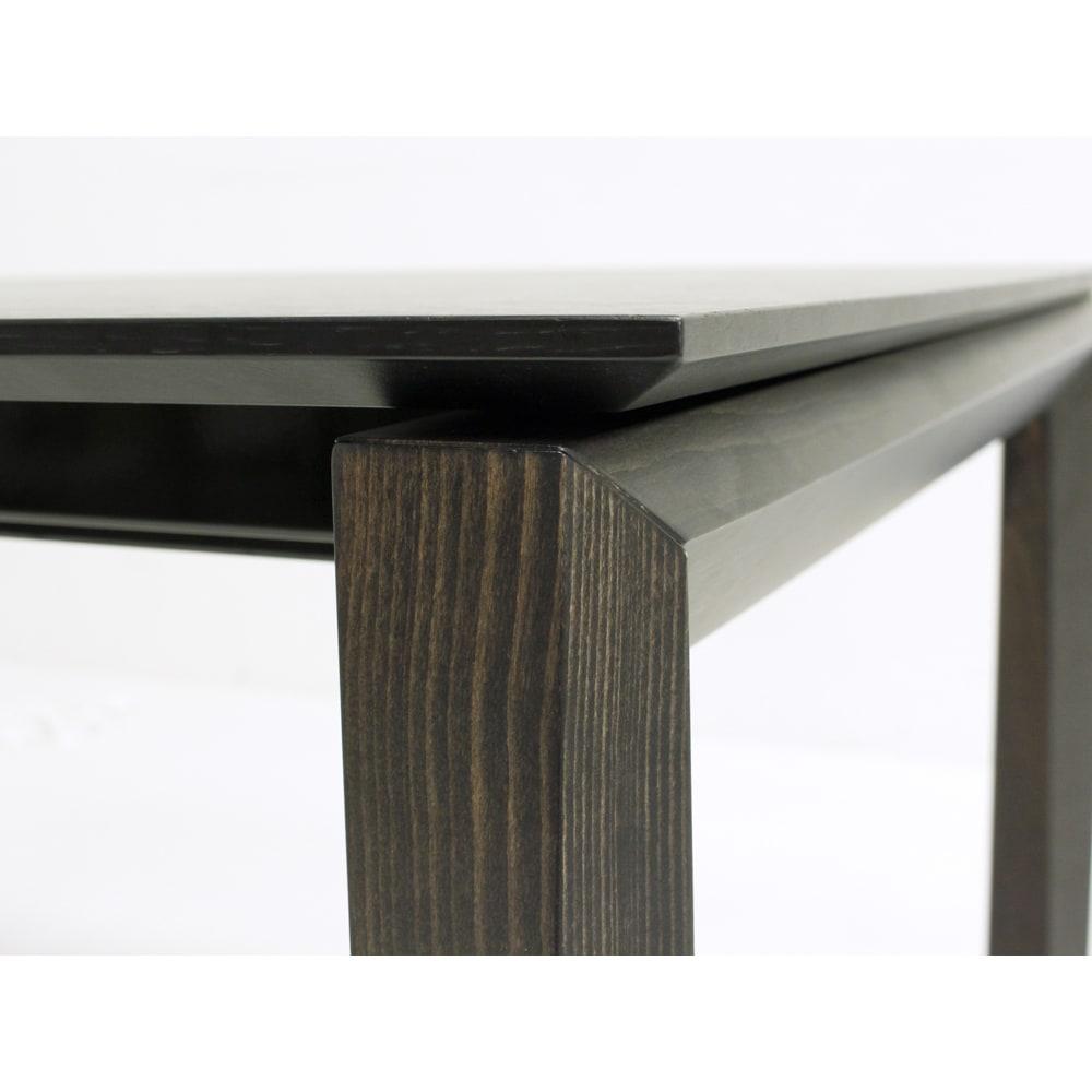 Universe ユニバース イタリア製伸長式ダイニングテーブル 精細なフォルムは、いつまでもイタリアモダンデザインの魅力です