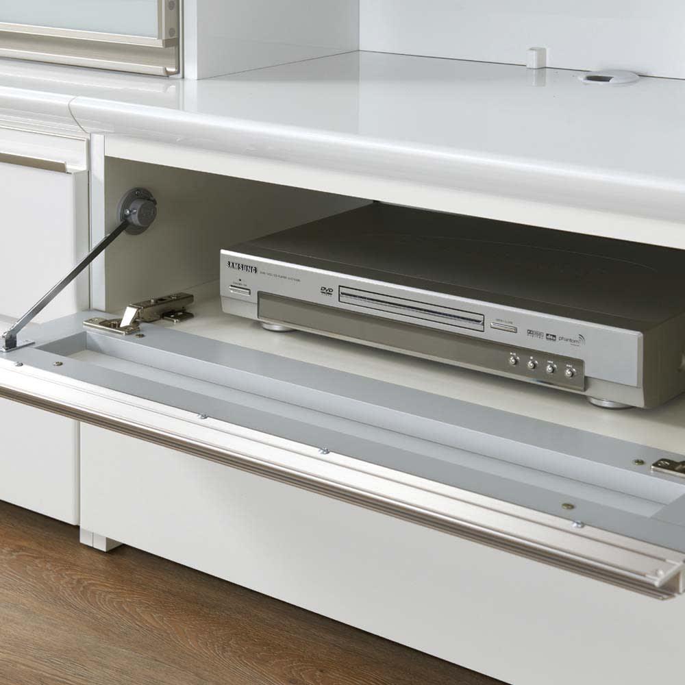 ラグジュアリー壁面TVボードシリーズ140<パモウナ VD-1400> テレビボードのフラップ扉内にはAV機器や小物類が収納できます。扉を閉めた状態でのリモコン操作も可能です。