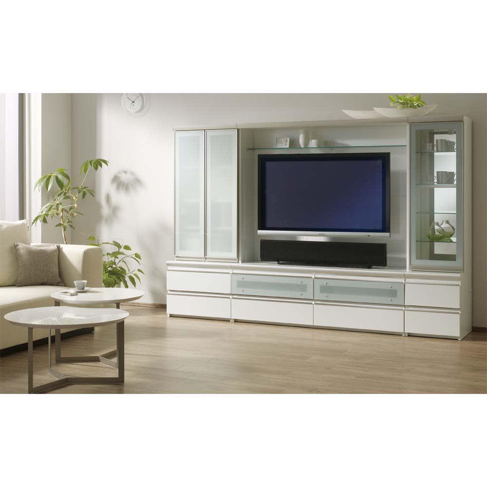ラグジュアリー壁面TVボードシリーズ160<パモウナ VD-1600> (ア)パールホワイト シリーズ組み合わせ例。左から幅60両開きキャビネット、幅140バックボード付ハイテレビ台、幅40右開きキャビネット。