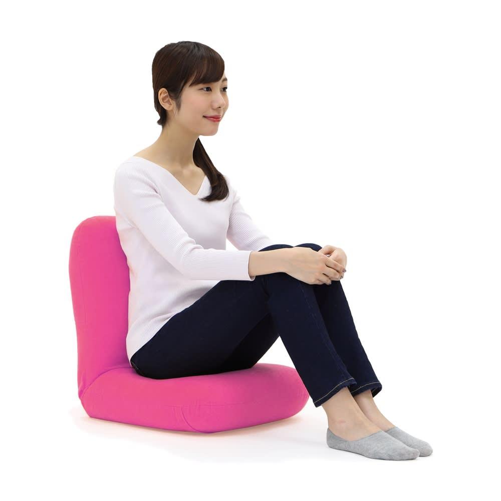 産学連携 あぐら座椅子 こんな姿勢もサポート。