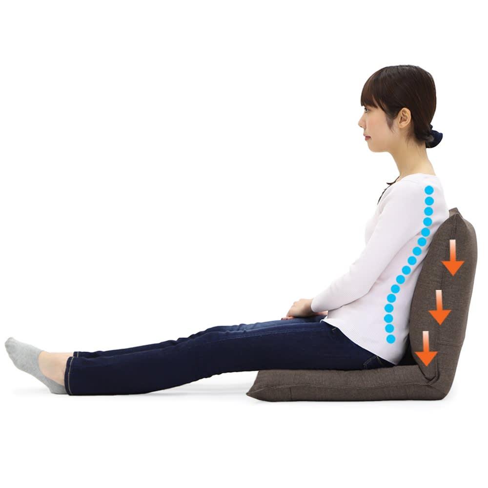 産学連携 コンパクト座椅子 クッション構造とリクライニング機能で体重圧を分散、背骨の「S字カーブ」をサポート