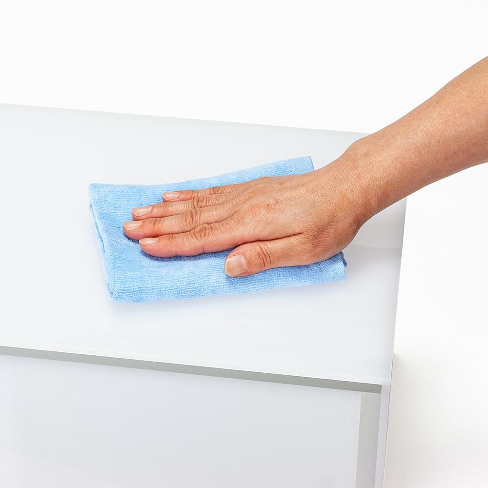 アクリルカウンター上収納庫 幅45cm 奥行25cm 水に強く光沢のきれいなアクリル製なので汚れも拭き取りやすく、清潔に保てます。