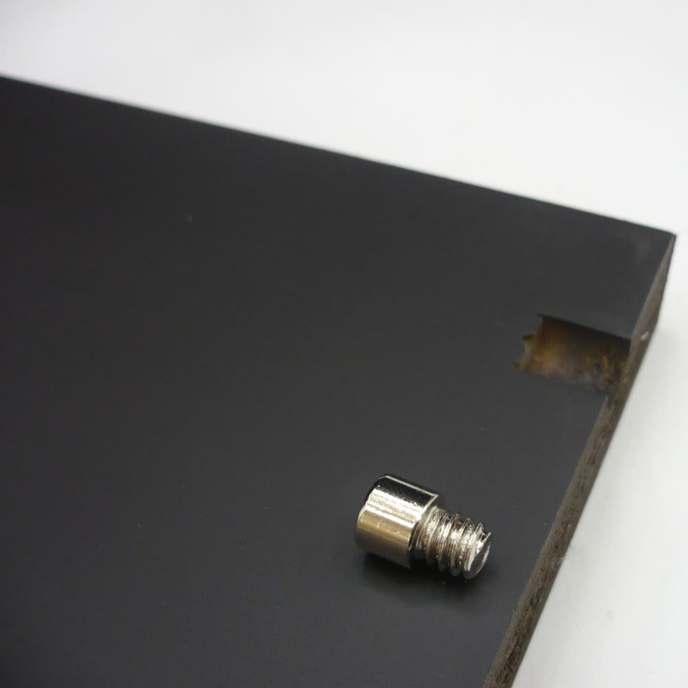 Giorno ジョルノ キャビネット3ドア ローキャビネット 棚板はネジダボでしっかり支えられています。