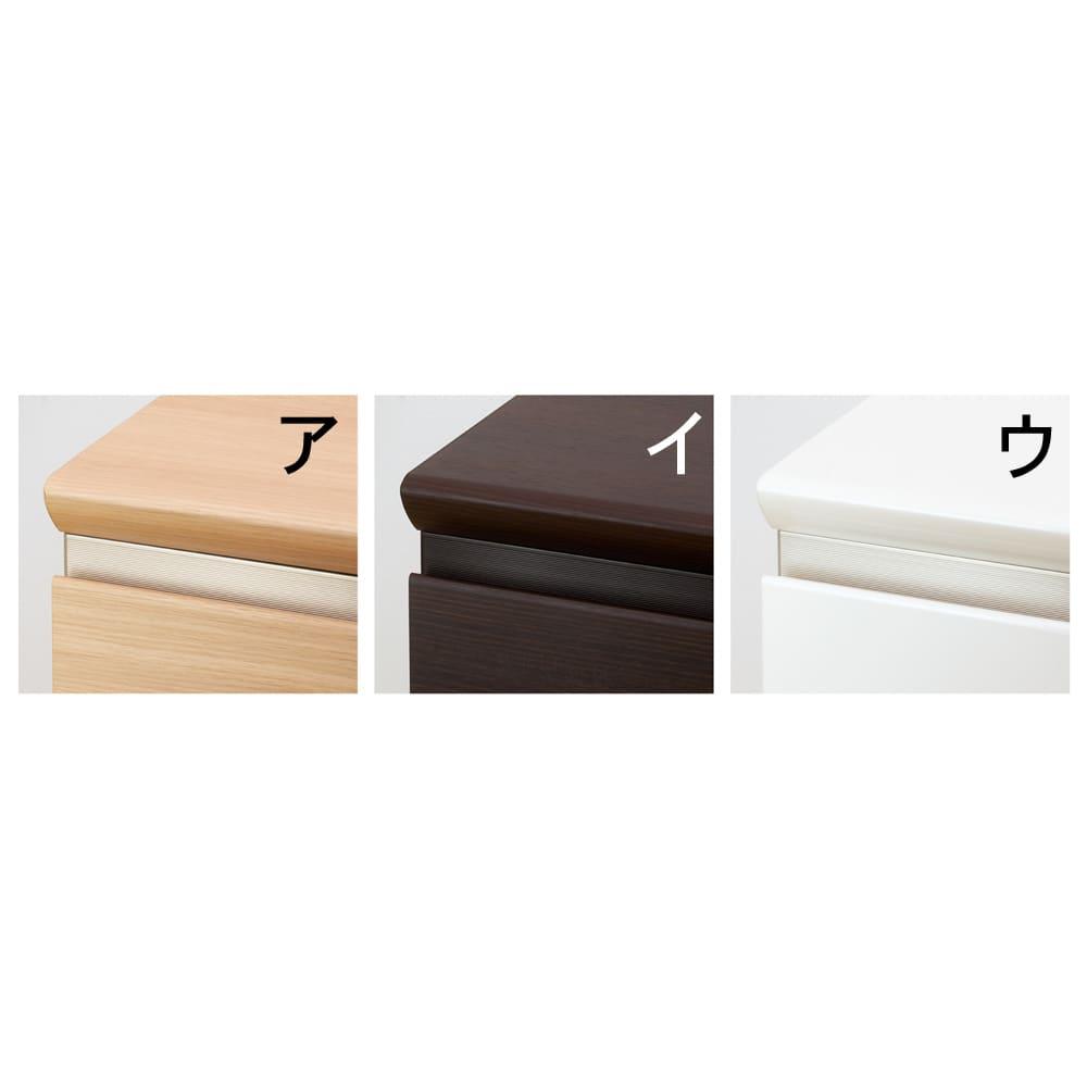 壁面いっぱいに収められるリビングカウンター収納シリーズ 下台 チェアワゴンタイプ 幅60cm [パモウナ YA-62・YA-64W] 上部のアルミラインがアクセントに。 天板と下台の間から見えるアルミ製の飾り板がアクセントに。飾り板の色は、ナチュラル・ホワイトはシャンパンカラー、ダークブラウンは同色系でまとめました。