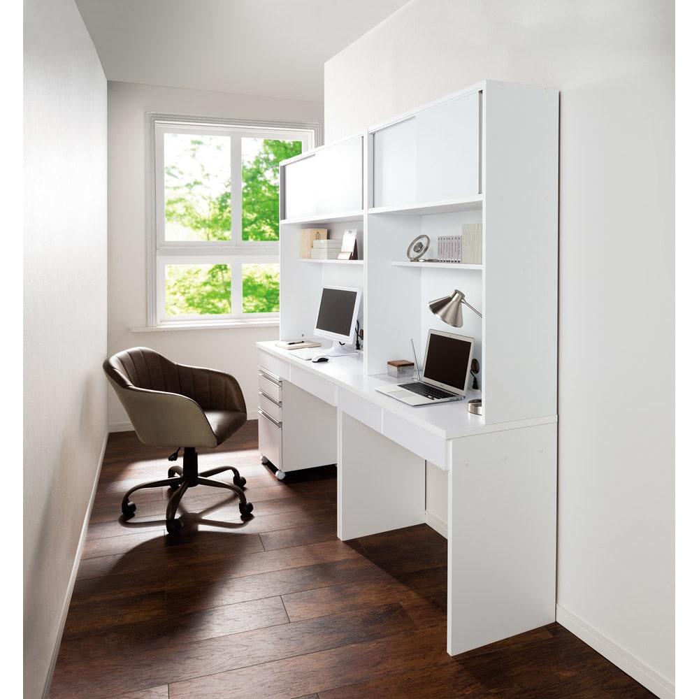 仕事がはかどる本棚付き薄型デスクシリーズ デスク 幅120cm 使用イメージ(ア)ホワイト ※お届けはデスク・幅120cmです。