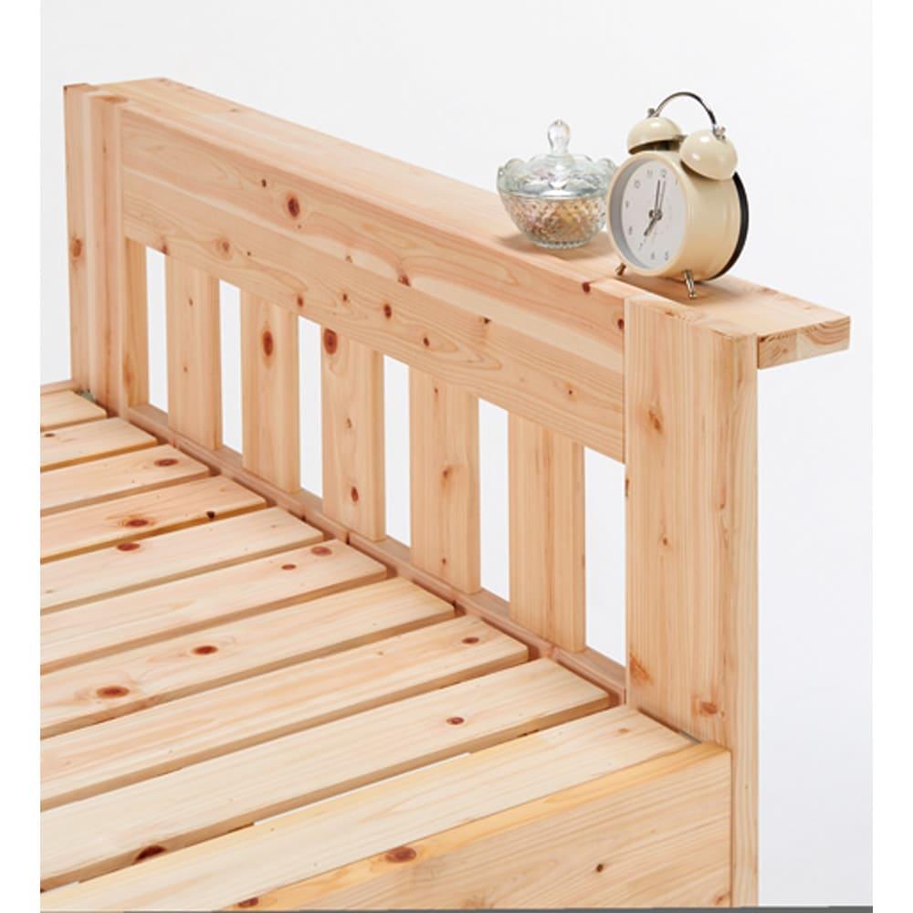 ひのきが香る天然木 親子すのこベッド 上下段親子ベッド 上段のヘッド部には時計や携帯などが置ける奥行8cmの小棚付き。