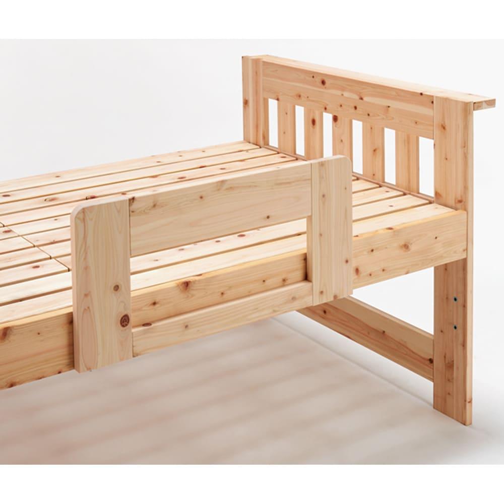 ひのきが香る天然木 親子すのこベッド 上下段親子ベッド マットや布団のズレ転落防止になるベッドガード付き。左右どちら側にも取付できます。
